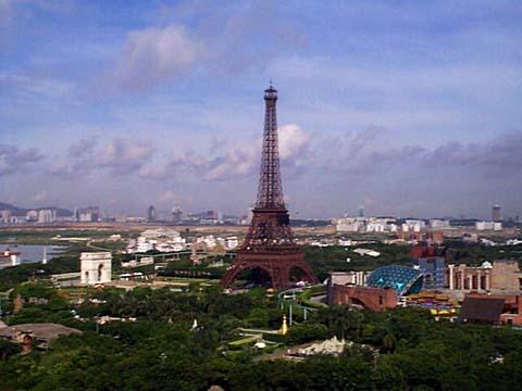 Répliques de notre Tour Eiffel dans le monde - Page 3 643